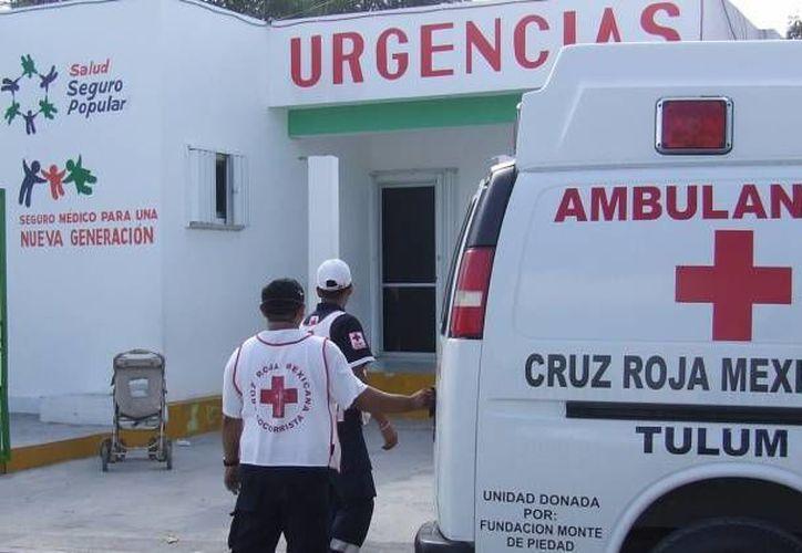 Al lugar arribaron ambulancias y cuerpos policíacos para ayudar a los lesionados del accidente. (Redacción/SIPSE)