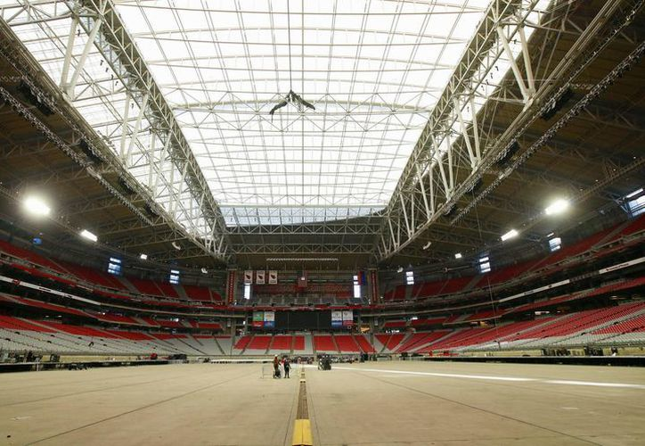El estadio University of Phoenix, con techo plegable, será sede del Super Bowl este 1 de febrero. (Foto: AP)