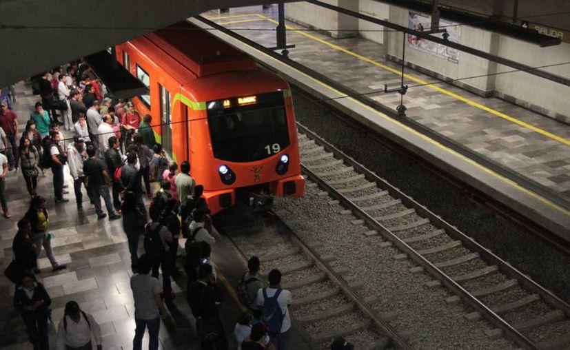 La Contraloría del DF continúa con ocho investigaciones sobre las licitaciones de la Línea 12 del Metro. (Archivo/Notimex)
