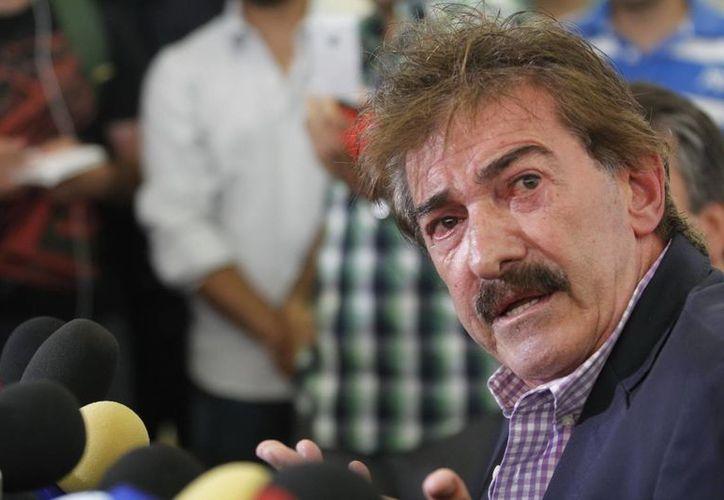 La Volpe enfrenta una denuncia formal. La podóloga de Chivas afirma que él la obligó a tocarlo en sus partes privadas. (Notimex/Foto de archivo)