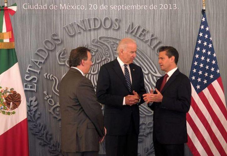 José Antonio Meade (i), Joe Biden y el presidente Enrique Peña, durante el encuentro. (presidencia.gob.mx)