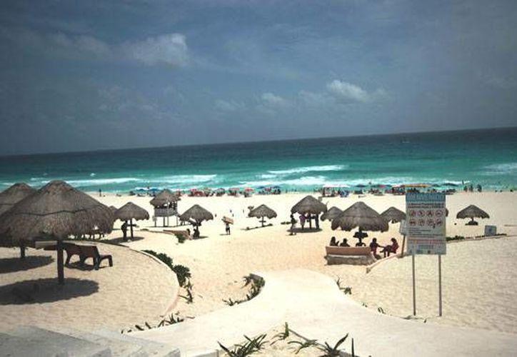Las personas con discapacidad agradecen el fácil acceso a la playa, ya que ahora pueden disfrutar de un rato agradable. (Foto de Contexto/Internet)