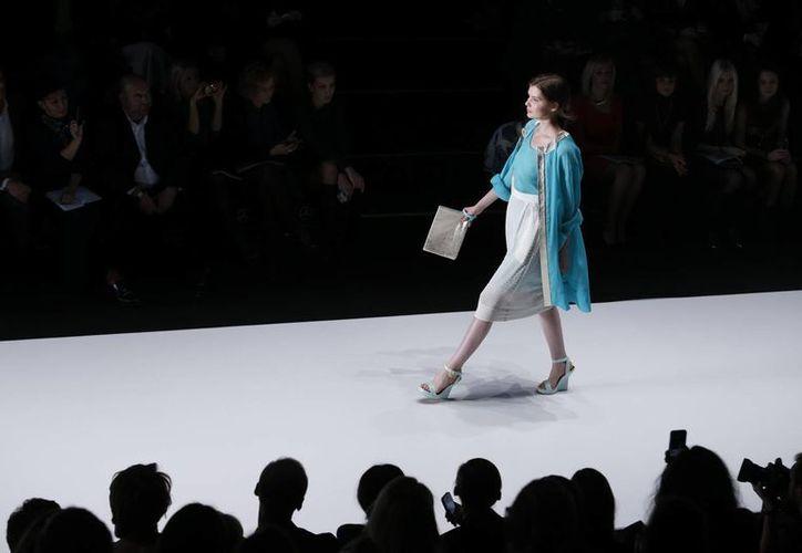 Los chinos están limitando su gasto en las prendas de diseñador, las bolsas de piel y los relojes costosos. (Agencias)