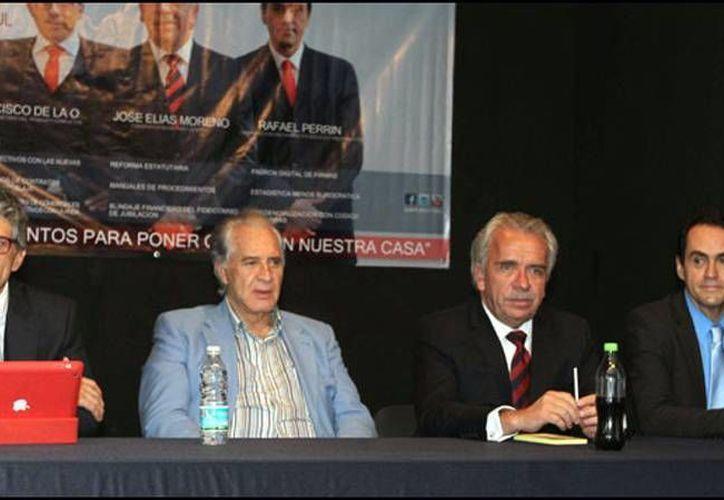Francisco de la O, Rogelio Guerra y José Elías Moreno conforman el Comité Rojo y Azul. (radioformula.com.mx)
