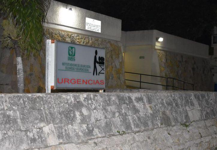 La mujer fue atendida por paramédicos y después trasladada al hospital del Instituto Mexicano del Seguro Social (IMSS) del puerto de Progreso. (SIPSE)
