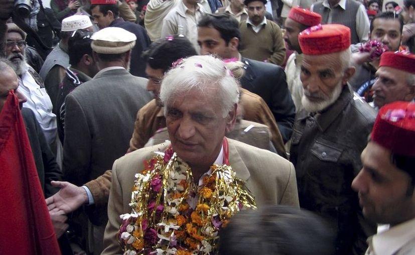Bashir Bilur (c) era el segundo miembro más destacado del gabinete provincial de Pakistán. (Agencias)