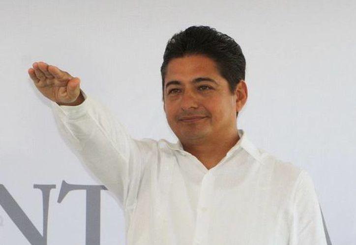 Carlos Hernández Blanco, tomó protesta en su nuevo puesto. (Cortesía/SIPSE)