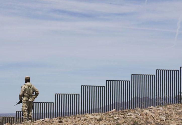 Videgaray reconoció que Estados Unidos es soberano para decidir cómo protege sus fronteras y México siempre se negará a la construcción del muro. Imagen de contexto del muro fronterizo entre EU y México. (Archivo/AP)