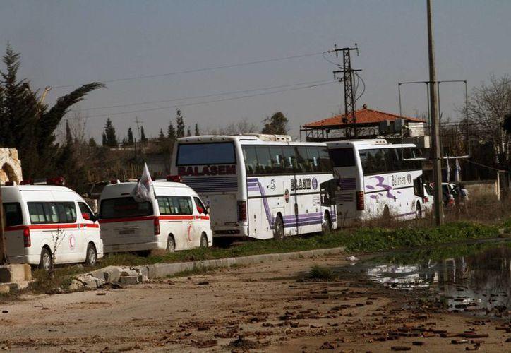 Este viernes, 83 niños, mujeres y ancianos en sillas de ruedas fueron evacuados de Homs, Siria, dijo la ONU. (Agencias)