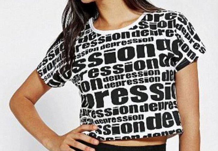 """""""Depression"""" es una pequeña firma de Singapur que lanzó esta prenda para conmemorar su séptimo aniversario, según explicaron sus creadores. (urbanoutfitters.com)"""