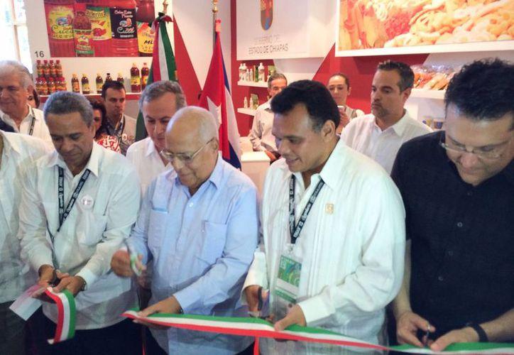 El gobernador Rolando Zapata Bello inaugura el Pabellón de México en la Feria Internacional de La Habana. (Cortesía)
