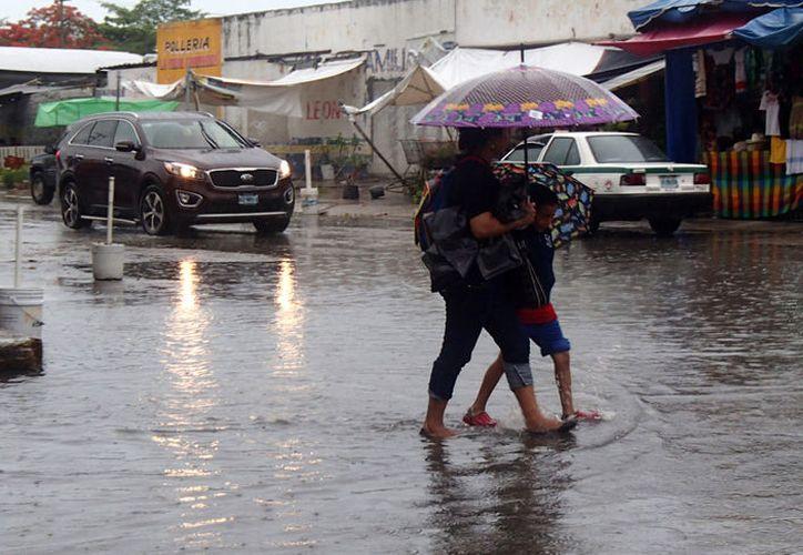 """El primer cuadro de la ciudad de Cancún fue la zona más afectada con las recientes lluvias de la tormenta """"Harley"""". (Contexto/Internet)."""