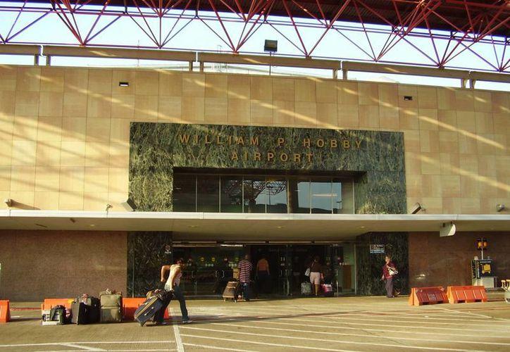 El aeropuerto William P. Hobby estaba anteriormente restringido para operar vuelos nacionales. (lookingformaps.com)
