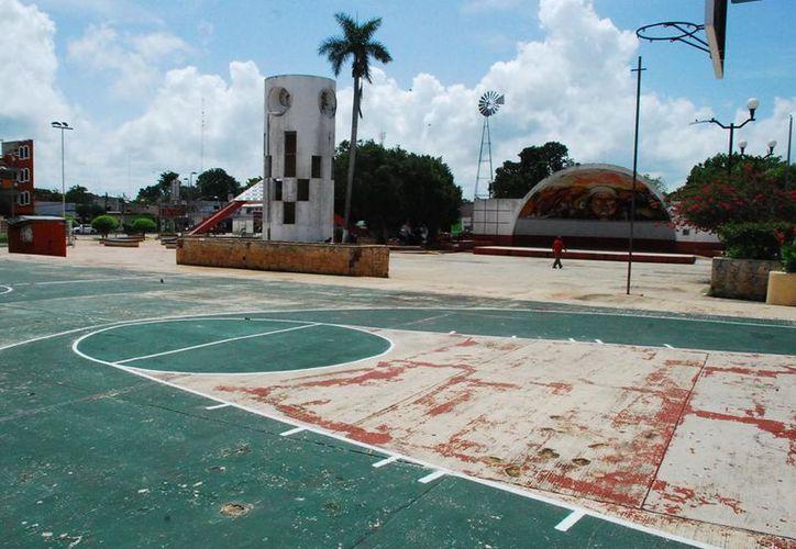 Piden a las autoridades del Ayuntamiento de Morelos que realice un plan para remodelar el espacio recreativo de la zona. (Tony Blanco/SIPSE)