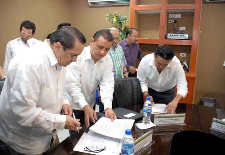 Firma del acuerdo entre la Canirac y la Secretaría de Salud. (SIPSE)