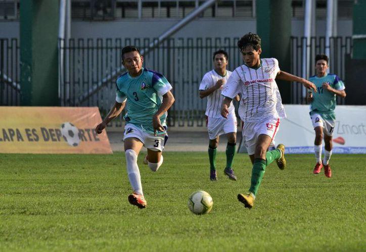 FC Itzaes mantiene el buen paso en el inicio de la Temporada 2016-2017 de la Primera Fuerza Estatal de Futbol.(Milenio Novedades)