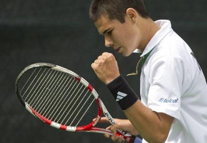 Lucas Gómez dio este viernes a México su primer punto en la eliminatoria de Copa Davis. (tenismexico.mx)