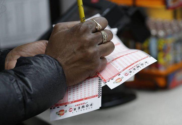 Muchos mexicanos han cruzado la frontera para comprar boletos de la lotería Powerball. (AP)