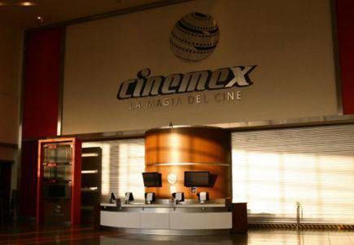 En la inauguración de cine, ubicado en plaza La Roca, se dio a conocer la nueva inversión que la compañía realizará en Cancún. (Cortesía/El Financiero)