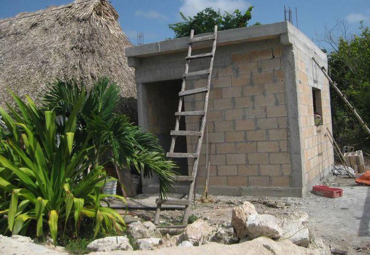 Los beneficiarios recibían material de construcción a cambio del dinero. (Javier Ortiz/SIPSE)