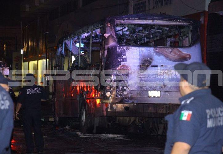 La unidad incendiada era parte de la Alianza de Camioneros de Yucatán, de la ruta Vergel. (SIPSE)