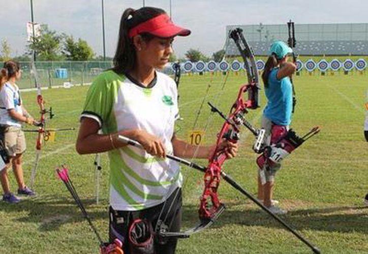 La arquera yucateca Esmeralda Sánchez le dio a Yucatán una medalla más de oro en tiro con arco en las ON. (Milenio Novedades)