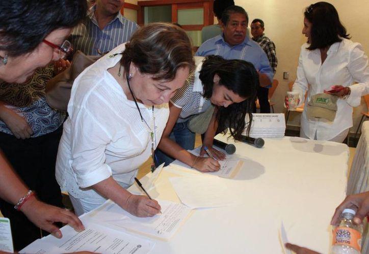 Firman carta respaldada por organizaciones del medio ambiente. (Adrián Barreto/SIPSE)