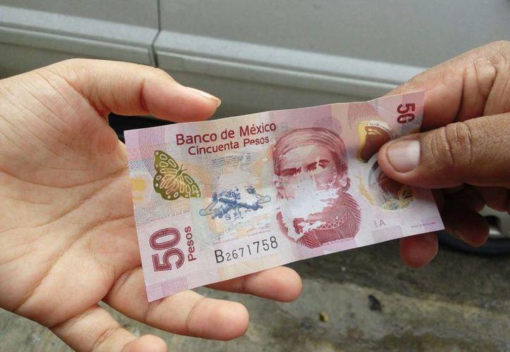 Ciudadanos denuncian que están circulando billetes de 50 pesos falsos en Playa del Carmen. (Octavio Martínez/SIPSE)