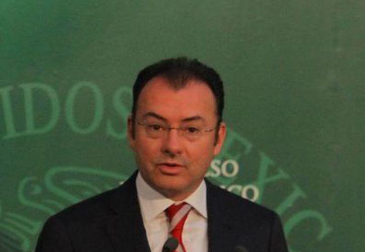 Para estimular el consumo se tiene que controlar la inflación e impulsar el empleo, señala Videgaray. (Notimex/Foto de archivo)