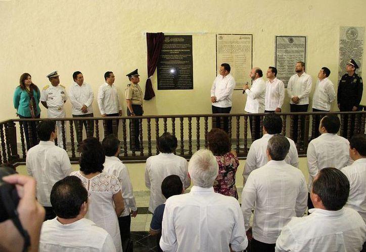 El gobernador Rolando Zapata Bello (a la izquierda del diputado Luis Evia -micrófono en mano-) presidió este sábado un evento oficial en el Congreso del Estado. (Oficial)