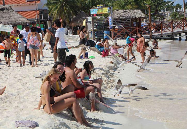 Los turistas eligen los destinos de Quintana Roo para vacacionar. (Paola Chiomante/SIPSE)
