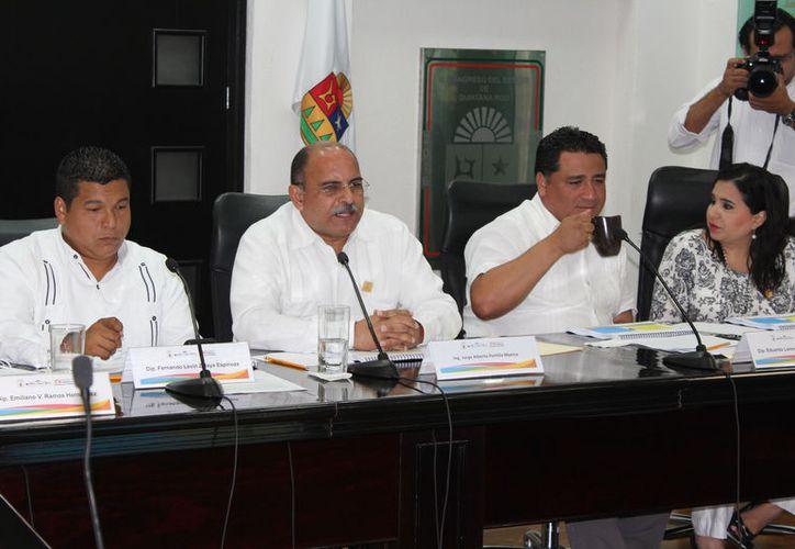 El titular de la Secretaría de Infraestructura y Transporte compareció ante diputados para ampliar la glosa del primer informe de gobierno. (Joel Zamora/SIPSE)