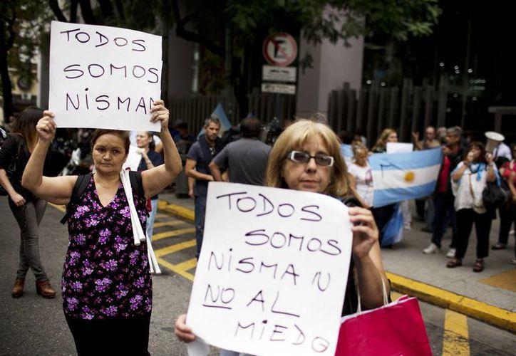 La muerte del fiscal Alberto Nisman causó conmoción en la sociedad argentina. El abogado declararía hoy contra la presidenta Cristina Fernández ante el Congreso. (AP)