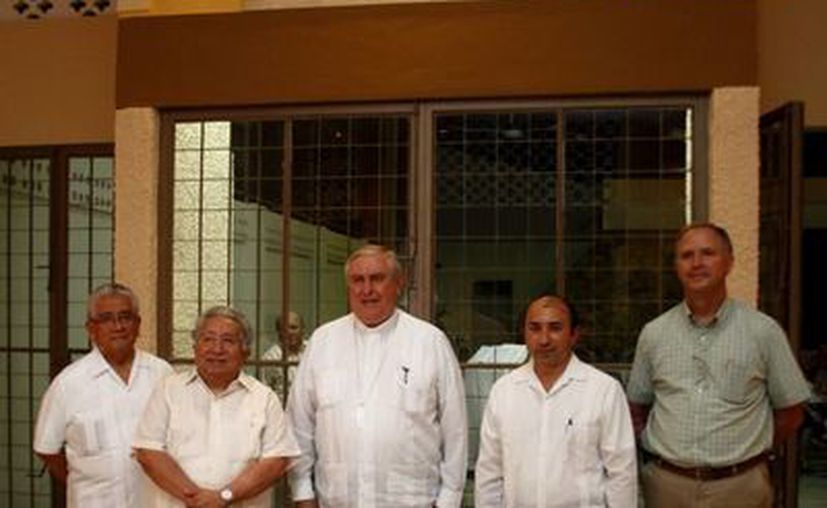 El Arzobispo (c) presidió la ceremonia. (Milenio Novedades)