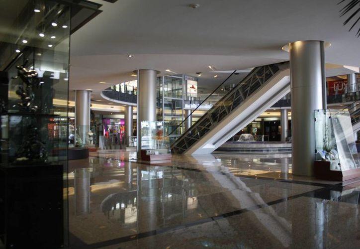 Los Fideicomisos de Infraestructura, Bienes y Raíces cuentan con cinco plazas en Cancún. (Israel Leal/SIPSE)