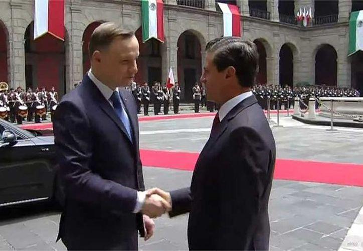 En Palacio Nacional, el mandatario mexicano dio la bienvenida a su homólogo, en lo que es la primera visita de un Jefe de Estado Polaco a nuestro país en 89 años. (Enrique Sánchez).