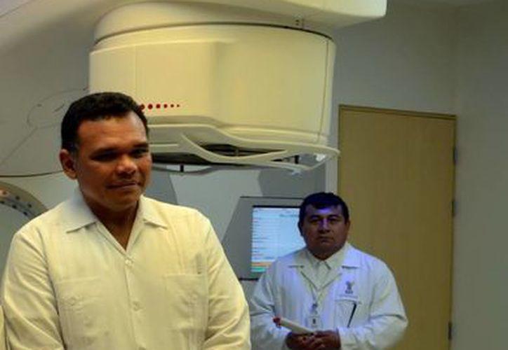 El gobernador Rolando Zapata verificó los avances en obras de infraestructura del Hospital Materno Infantil (foto) y de otros tres proyectos. (SIPSE)