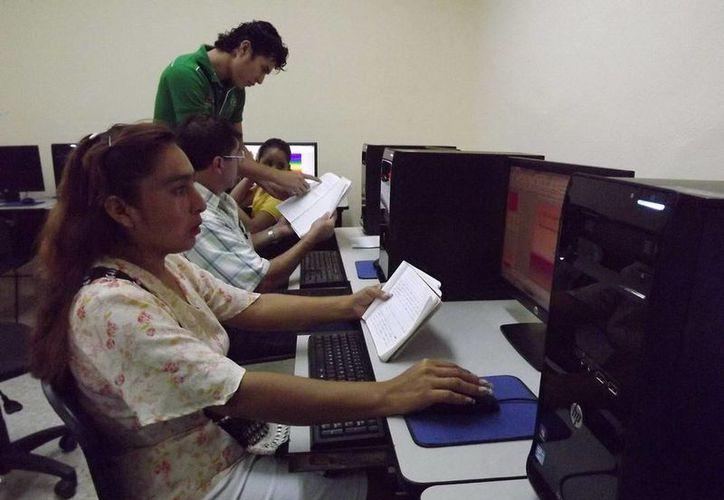 Se instalaron 200 nuevas computadoras en las plazas comunitarias más concurridas y productivas de los municipios de Othón P. Blanco, Felipe Carrillo Puerto, Solidaridad y Benito Juárez. (Redacción/SIPSE)