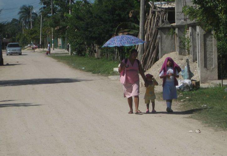 Los poblados son habitados por gente de edad avanzada, niños y jovencitas. (Harold Alcocer/SIPSE)