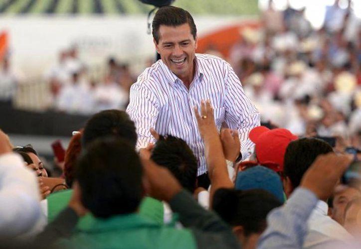 El 43 % de los encuestados expresó una opinión favorable sobre las reformas en el sector educativo de Peña Nieto. Imagen del Presidente en un evento popular el día de ayer. (presidencia.gob.mx)