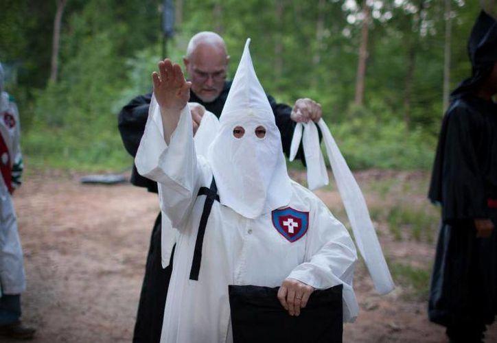 El KKK (siglas de la organización), aseguraque cuenta con abogados, doctores y agentes de la policía entre sus filas. (opposingviews.com)