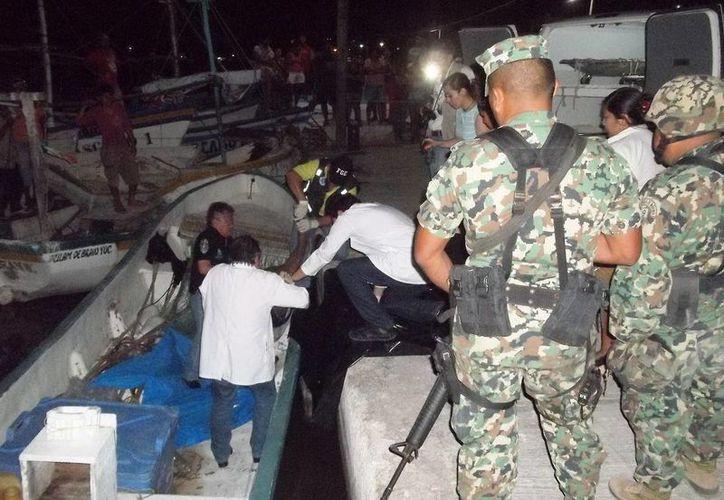Los cuerpos de los pescadores llegaron  este martes a Dzilam Bravo. (SIPSE)