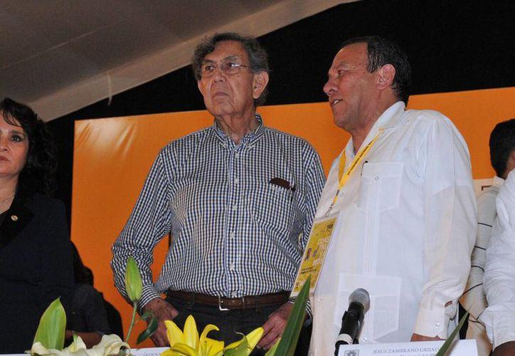 Cuauhtémoc Cárdenas y Jesús Zambrano (i) en el marco del XIV Congreso Nacional del PRD en Oaxtepec, Morelos. (Notimex)