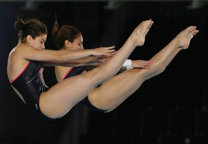 Imagen de la participación de las clavadistas  Paola Espinosa y Alejandra Orozco en la prueba de 10 m. (@CONADE)