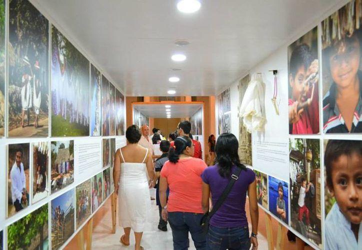 Más de 140 fotografías y objetos utilizados por los mayas permiten al visitante tener un contacto real y directo con esta cultura. (Facebook/Museo Palacio Canton)