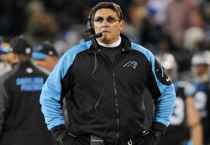 El coach de las Panteras de Carolina, Ron Rivera, fue nombrado como el 'Entrenador del Año' por los escritores de futbol profesional de América. (Archivo AP)