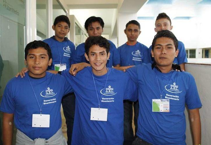 Integrantes de la Generación Bicentenario de Yucatán. (SIPSE)