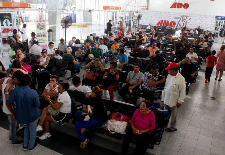 Son más de 300 millones de pesos anuales los que invierte el ADO en la remodelación de sus terminales en todo el país. (Foto de archivo de Notimex)