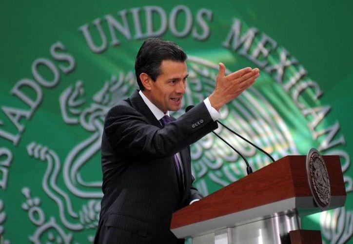 Peña Nieto reiteró que con la Reforma  recursos energéticos y la renta petrolera seguirán siendo propiedad de todos los mexicanos. (Archivo/EFE)