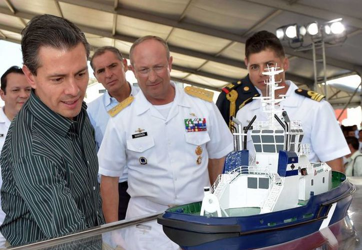 El presidente Enrique Peña Nieto en su primera gira de 2015, por Oaxaca. (Notimex)